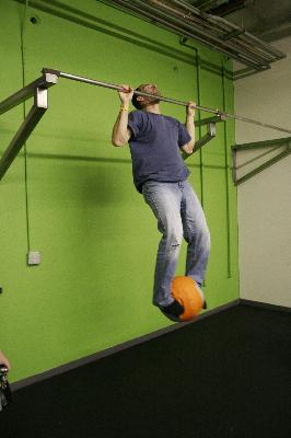 The weighted medicine ball pullup